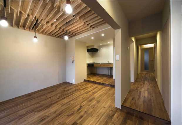 天井・床に無垢を用い、 ヴィンテージ 感を大切にした空間